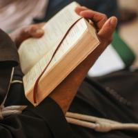 """Mês da Bíblia: """"Pregue o Evangelho, se necessário, use Palavras"""""""